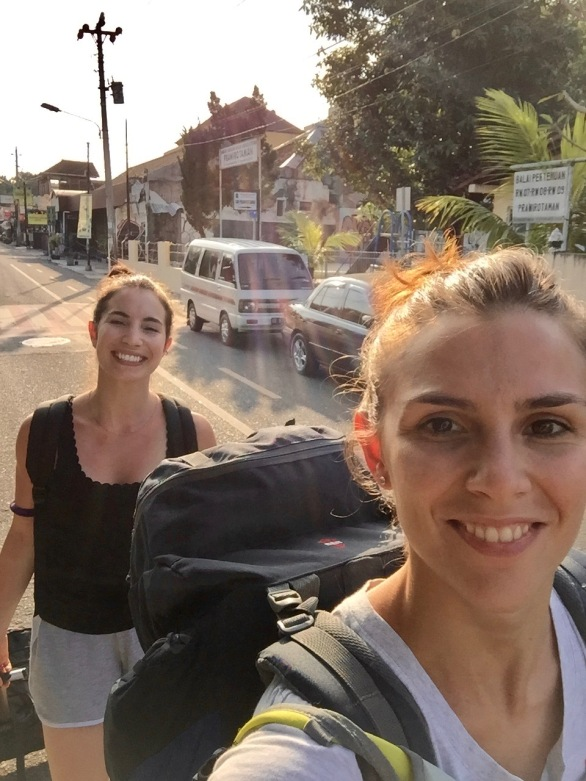 Nina e Fabiola nel quartiere Prawirotaman
